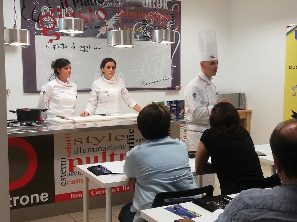 A_scuola_di_cucina_con_l'APC.Cz13
